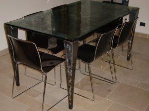 Tavolo in ferro molato