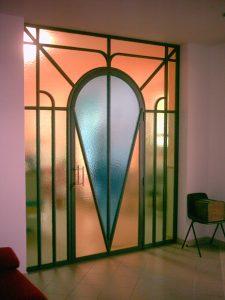 Porta con vetro colorato